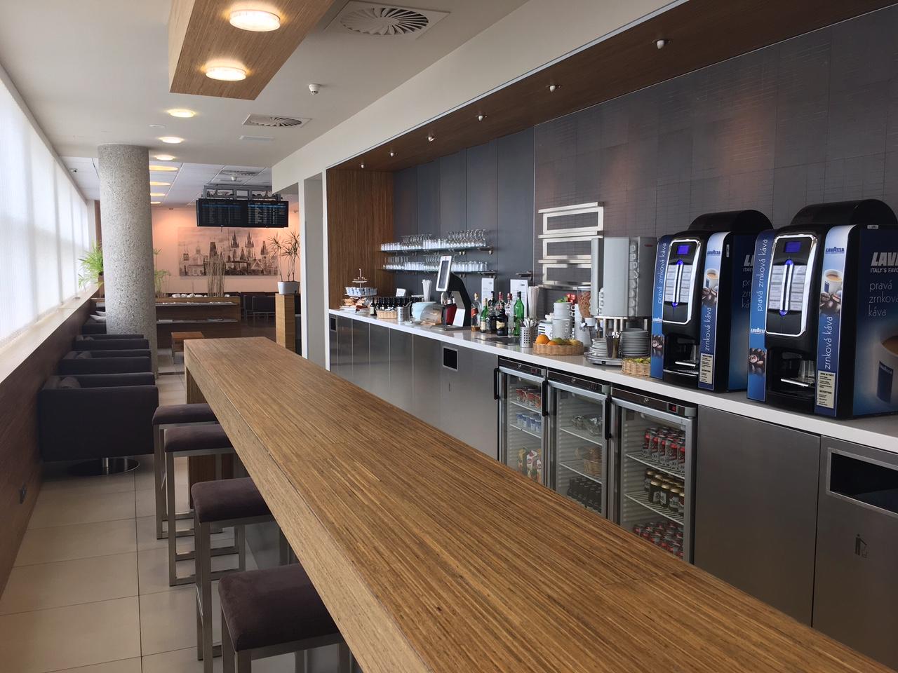 Интерьер зала ожидания Menzies Aviation Lounge в Терминале 2 Аэропорта Вацлава Гавела в Праге
